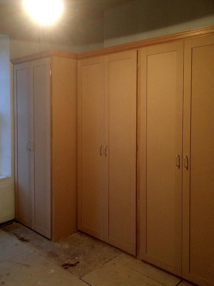 Shaker Style Wardrobes With Decorative Cornice